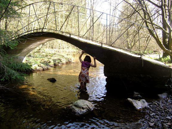 kind onder brug