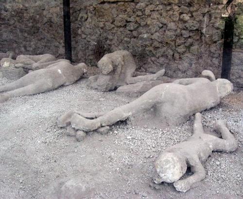 pompei victims.jpg