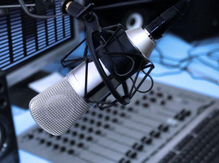 2991584-mikrofon-radiowy