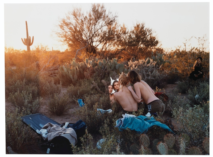 2016_NYR_13394_0508_000(justine_kurland_clothes_make_the_man_desert_scene_sonoma_desert_arizon)