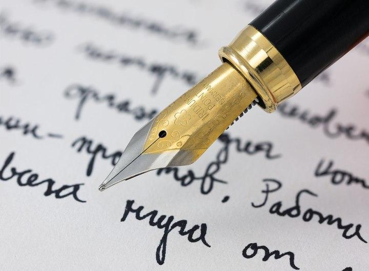 1280px-Fountain_pen_writing