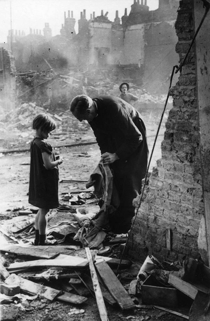 02_PressImage-Bert-Hardy-Life-of-an-East-End-Parson-1940-671x1024