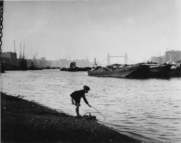06_PressImage-Bert-Hardy-Pool-of-London-1949-1280x1011