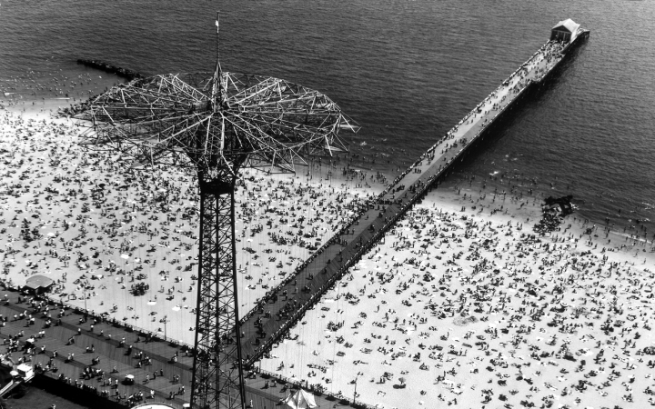 Vintage-Beach-Coney-Island-1-LIFEBW0616