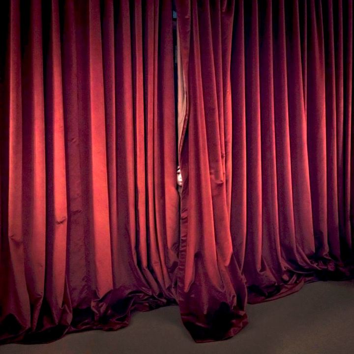 03.RedCurtains