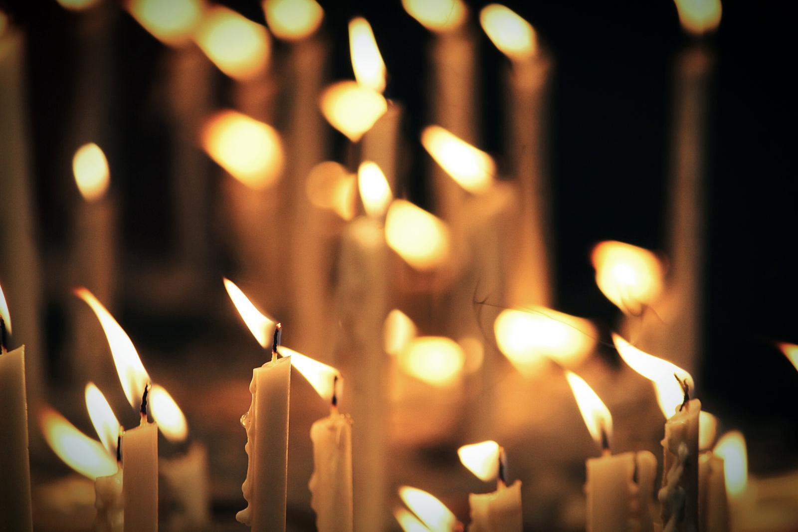 230808-1600x1067-lit_candles
